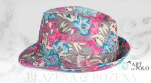 Barevný klobouk se vzorem Hawaj