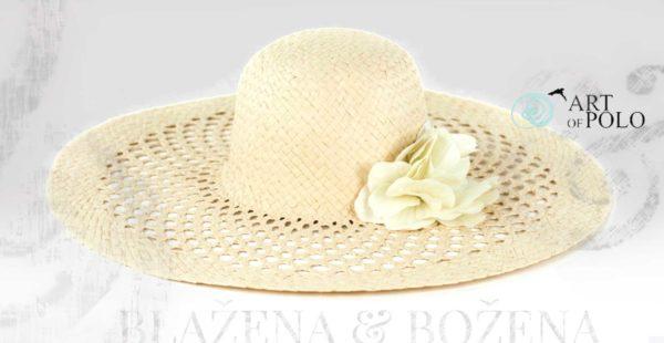 Bílý letní klobouk s květinou